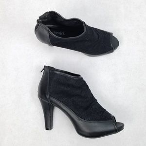 NWT LANE BRYANT Lace Peep Toe Zip Ankle Bootie